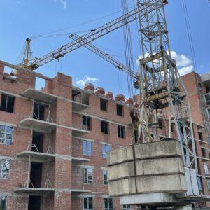 - Капітальне будівництво зовнішніх стін 6-го фактичного поверху, розпочали процес скління