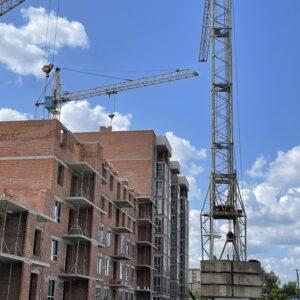Капітальне будівництво зовнішніх стін 4-го фактичного поверху