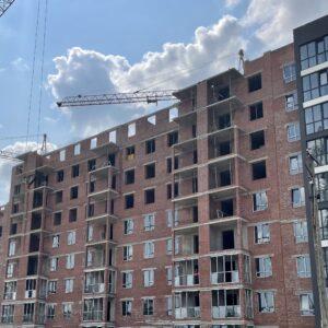 Капітальне будівництво зовнішніх стін 10-го фактичного поверху, продовжуємо процес скління