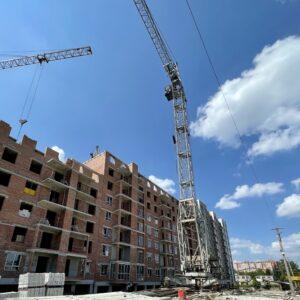 Капітальне будівництво зовнішніх стін 10-го фактичного поверху, процес скління досяг 6-го фактичного поверху