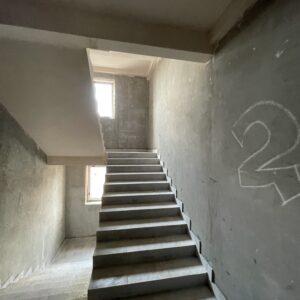 Оштукатурення стін досягло 6-го фактичного поверху