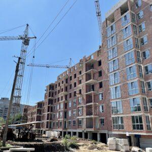 Капітальне будівництво зовнішніх стін 8-го фактичного поверху, продовжуємо процес скління